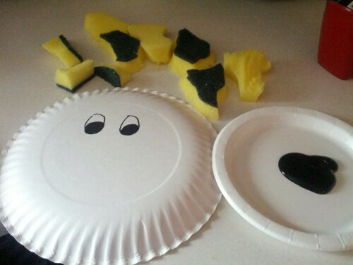 Click Clack Moo Craft Fun With a Paper Plate and Sponges